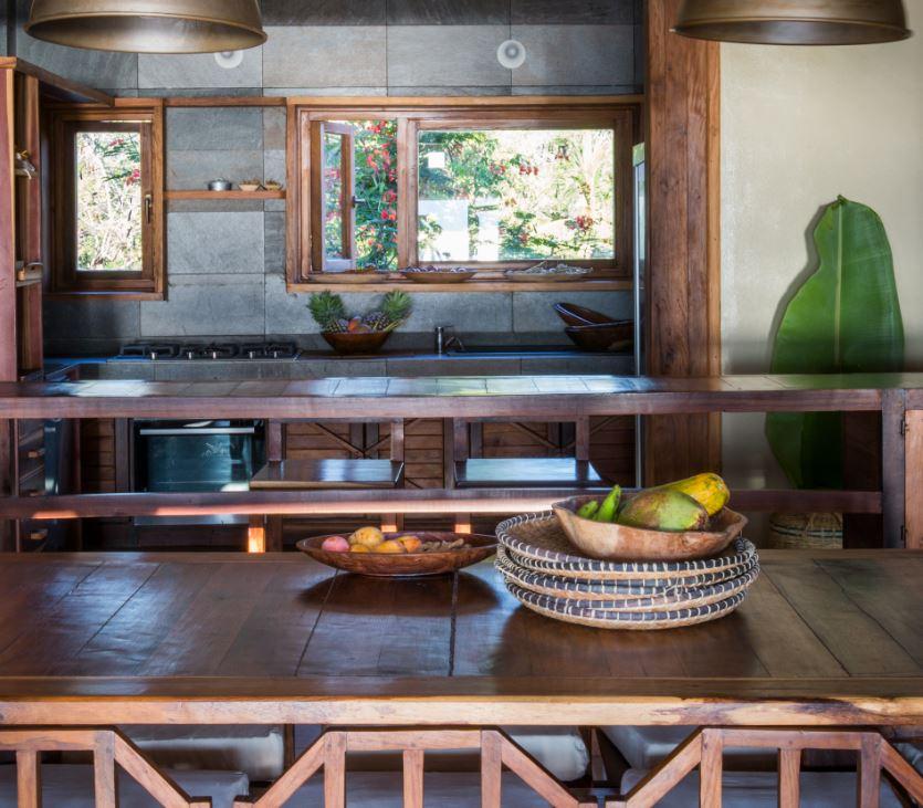 Interior Trano In A Gadda Da Vida - Nosy Be: kitchen table