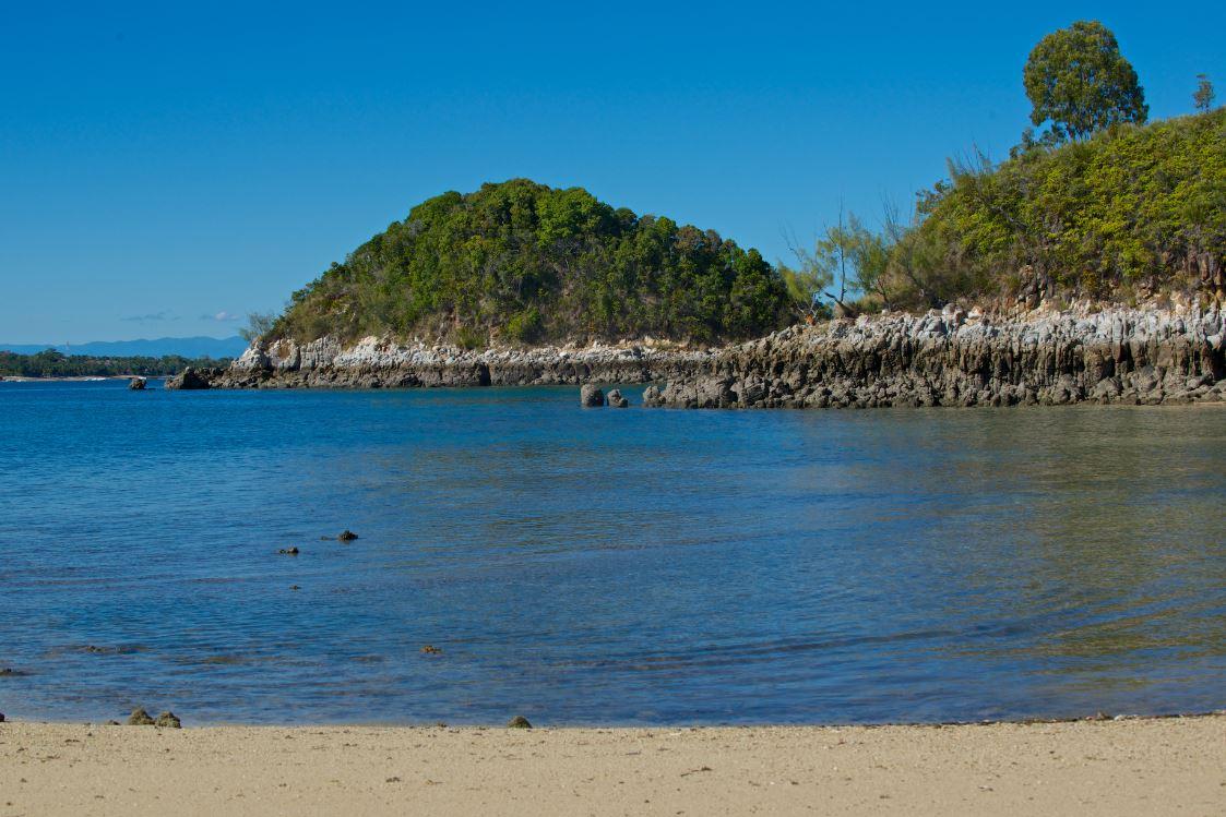 Particularité de la côte de l'île de Sakatia